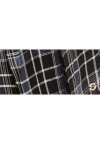 TOP SECRET - Plisowana mini spódnica w kratę. Kolor: czarny. Materiał: dzianina. Sezon: jesień. Styl: klasyczny