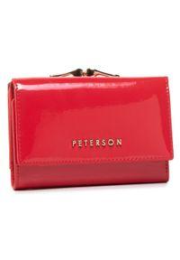 Czerwony portfel Peterson