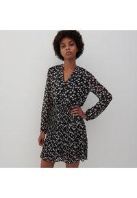 Reserved - Sukienka z drobnym wzorem - Czarny. Kolor: czarny