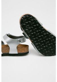 Srebrne sandały Birkenstock na klamry