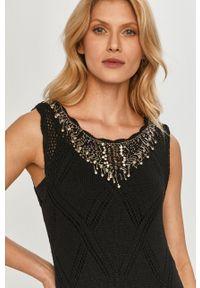 TwinSet - Twinset - Sukienka. Kolor: czarny. Materiał: dzianina. Wzór: gładki, haft. Typ sukienki: rozkloszowane