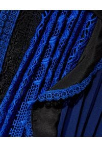 SELF PORTRAIT - Sukienka z geometryczną koronką. Kolor: czarny. Materiał: koronka. Wzór: geometria, koronka. Typ sukienki: rozkloszowane, plisowane. Długość: mini