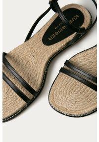 Czarne sandały Kurt Geiger London na klamry, bez obcasa