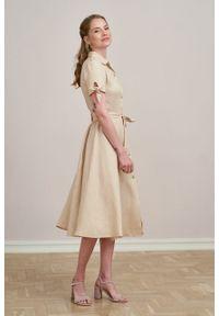 Marie Zélie - Sukienka Ariana lniana beżowa. Kolor: beżowy. Materiał: len. Długość rękawa: krótki rękaw. Sezon: lato. Typ sukienki: szmizjerki, trapezowe