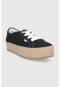 Toms - Espadryle Cassiah. Nosek buta: okrągły. Zapięcie: sznurówki. Kolor: czarny. Obcas: na platformie