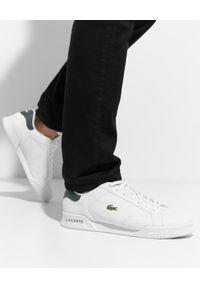Lacoste - LACOSTE - Skórzane sneakersy z logo TWIN SERVE. Kolor: biały. Materiał: skóra. Wzór: haft. Sport: tenis