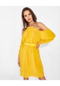 SIMONA CORSELLINI - Żółta sukienka z jedwabiu. Kolor: żółty. Materiał: jedwab. Wzór: aplikacja. Typ sukienki: z odkrytymi ramionami. Styl: glamour. Długość: mini