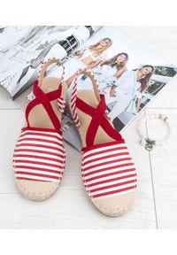 Czerwone sandały SIXTH SENS bez zapięcia, w kolorowe wzory, na lato