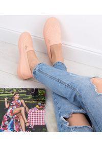 MARQUIIZ - Tenisówki damskie Marquiiz XJ-2908 Różowe. Zapięcie: bez zapięcia. Kolor: różowy. Materiał: tkanina, materiał, guma. Obcas: na obcasie. Wysokość obcasa: niski