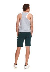 TOP SECRET - Dresowe szorty męskie z kieszenią. Kolor: zielony. Materiał: dresówka. Sezon: lato. Styl: wakacyjny