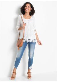Biała bluzka bonprix na lato, w koronkowe wzory