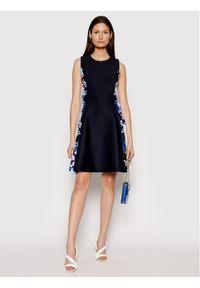 DKNY Sukienka koktajlowa DD0DK449 Granatowy Regular Fit. Kolor: niebieski. Styl: wizytowy