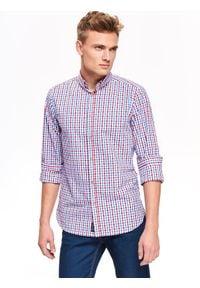 TOP SECRET - Koszula męska w klasyczną kratkę o kroju slim. Okazja: na co dzień. Kolor: czerwony. Materiał: jeans, tkanina. Długość rękawa: długi rękaw. Długość: długie. Wzór: kratka. Sezon: jesień, zima. Styl: klasyczny