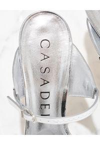 Casadei - CASADEI - Srebrne sandały na szpilce. Kolor: biały. Obcas: na szpilce. Wysokość obcasa: średni