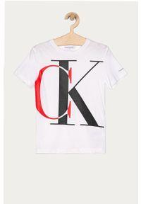 Biały t-shirt Calvin Klein Jeans na co dzień, z nadrukiem