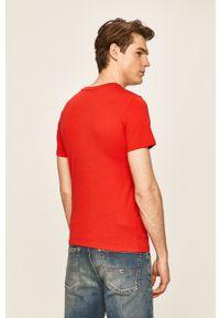 Czerwony t-shirt Peak Performance z nadrukiem, z okrągłym kołnierzem