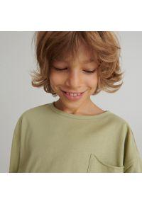 Reserved - Bawełniany t-shirt z kieszonką - Zielony. Kolor: zielony. Materiał: bawełna