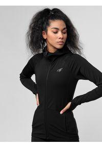 4f - Bluza treningowa damska. Typ kołnierza: kaptur. Kolor: czarny. Materiał: włókno, dzianina, materiał. Wzór: gładki. Sport: fitness