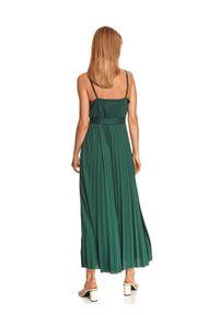 TOP SECRET - Długa sukienka z plisowanym dołem i wiązaniem w pasie. Typ kołnierza: dekolt w kształcie V. Kolor: zielony. Materiał: dzianina. Długość rękawa: na ramiączkach. Wzór: aplikacja. Sezon: jesień. Długość: maxi