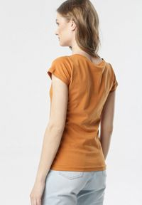 Born2be - Camelowy T-shirt Oranore. Okazja: na co dzień. Materiał: dzianina. Długość rękawa: krótki rękaw. Długość: krótkie. Wzór: gładki. Styl: klasyczny, casual