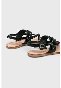 Czarne sandały Steve Madden na klamry