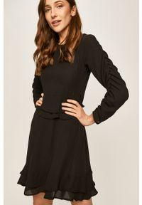 Czarna sukienka ANSWEAR z okrągłym kołnierzem, rozkloszowana, mini