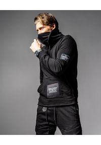 GUNS & TUXEDOS - Czarna bluza z kapturem HKS. Okazja: na co dzień. Typ kołnierza: kaptur. Kolor: czarny. Materiał: jeans. Wzór: aplikacja. Styl: casual, elegancki