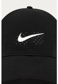 Czarna czapka z daszkiem Nike z nadrukiem