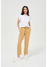 MOODO - Luźne spodnie z wiązaniem. Stan: podwyższony. Materiał: poliester, guma. Długość: długie. Wzór: gładki