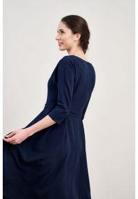 Marie Zélie - Sukienka Andrea krepa wiskozowa granatowa. Kolor: niebieski. Materiał: wiskoza. Typ sukienki: rozkloszowane. Styl: klasyczny