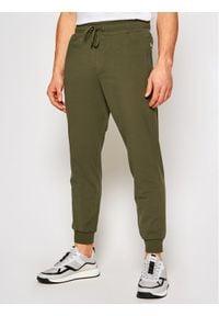 Guess Spodnie dresowe Adam M1RB37 K6ZS1 Zielony Slim Fit. Kolor: zielony. Materiał: dresówka