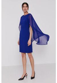 DKNY - Dkny - Sukienka. Okazja: na co dzień. Kolor: niebieski. Długość rękawa: krótki rękaw. Typ sukienki: proste. Styl: casual