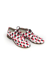 Zapato - sznurowane półbuty w kropki - skóra naturalna - model 246 - kolor czerwone kropki. Okazja: do pracy, na co dzień, na spotkanie biznesowe. Kolor: czerwony. Materiał: skóra. Szerokość cholewki: normalna. Wzór: kropki. Obcas: na obcasie. Styl: elegancki, casual, klasyczny, boho, biznesowy. Wysokość obcasa: niski