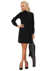 Merribel - Czarna Krótka Sukienka Trapezowa z Półgolfem. Kolor: czarny. Materiał: poliester. Typ sukienki: trapezowe. Długość: mini