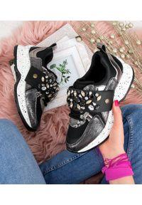 Czarne buty sportowe FOREVERFOLIE z paskami, trekkingowe, w kolorowe wzory