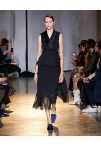 SELF PORTRAIT - Czarna sukienka midi z koronką. Typ kołnierza: kolnierz wykładany. Kolor: czarny. Materiał: koronka. Wzór: koronka. Typ sukienki: kopertowe, dopasowane. Styl: glamour, elegancki. Długość: midi
