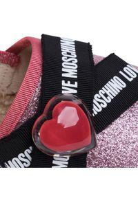 Różowe półbuty na koturnie Love Moschino z cholewką, z aplikacjami