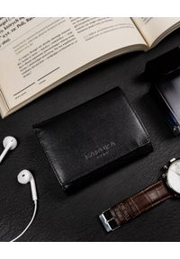 Mały portfel damski czarny Badura PO_D100CZ_CE. Kolor: czarny. Materiał: skóra
