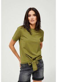 MOODO - Bluzka z wiązaniem. Materiał: bawełna, poliester. Długość rękawa: krótki rękaw. Długość: krótkie. Wzór: gładki