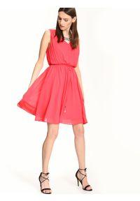 Różowa sukienka TOP SECRET na ramiączkach, na lato, z dekoltem w kształcie v