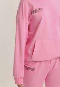 Renee - Różowy Komplet Dresowy Dwuczęściowy Zrixieth. Kolor: różowy. Materiał: dresówka