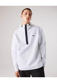 Lacoste - LACOSTE - Sportowa bluza z w kratkę. Typ kołnierza: kaptur. Kolor: biały. Materiał: dzianina, bawełna, dresówka. Wzór: kratka. Styl: sportowy