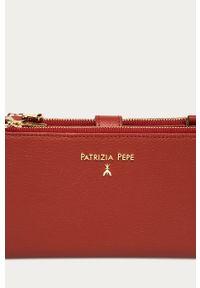 Brązowa kopertówka Patrizia Pepe gładkie, na ramię, klasyczna, skórzana