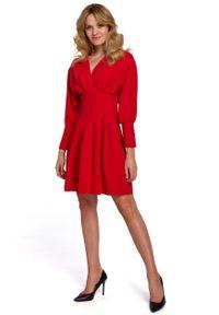 MOE - Czerwona Kopertowa Sukienka z Kimonowym Rękawem. Kolor: czerwony. Materiał: poliester, elastan. Typ sukienki: kopertowe