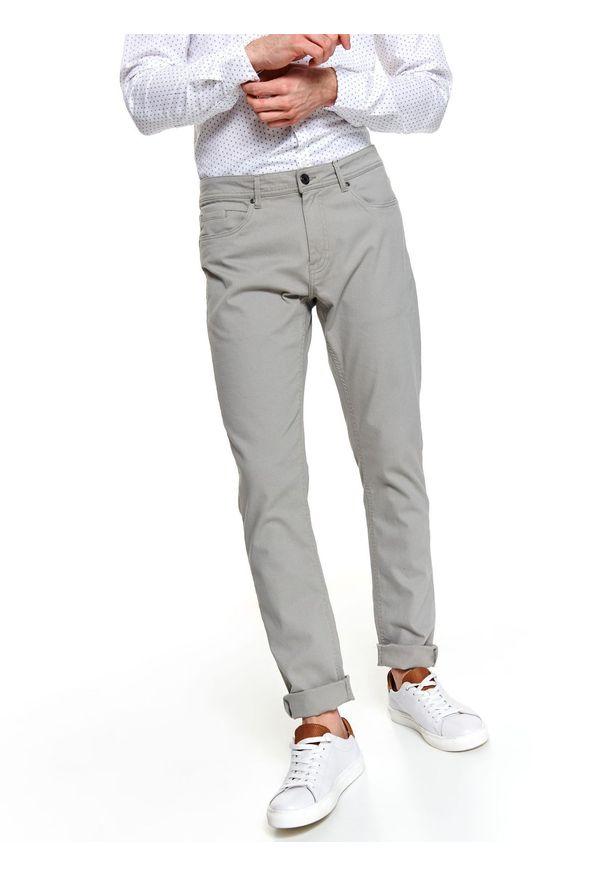 TOP SECRET - Spodnie strukturalne slim fit. Okazja: na co dzień. Kolor: szary. Materiał: bawełna. Sezon: lato, wiosna. Styl: sportowy, casual