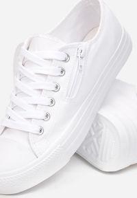 Born2be - Białe Trampki Meliteas. Wysokość cholewki: przed kostkę. Zapięcie: zamek. Kolor: biały. Materiał: jeans, materiał, guma. Szerokość cholewki: normalna. Styl: klasyczny