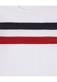 MONCLER KIDS - Biała koszulka z trójkolorowym paskiem 4-14 lat. Okazja: na uczelnię. Kolor: biały. Wzór: aplikacja. Sezon: lato. Styl: klasyczny