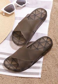 Born2be - Czarne Klapki Scalding. Okazja: na co dzień, na plażę. Nosek buta: otwarty. Kolor: czarny. Materiał: jeans, guma. Wzór: paski, geometria. Obcas: na płaskiej podeszwie. Styl: casual