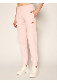 Różowe spodnie dresowe Ellesse na jogę i pilates
