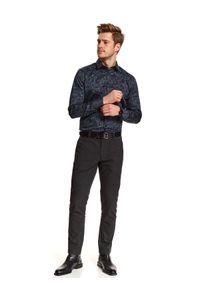 TOP SECRET - Koszula we wzór o kroju slim. Kolor: niebieski. Materiał: materiał. Długość: długie. Sezon: zima. Styl: elegancki